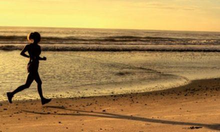 Exercícios físicos no verão e na praia requerem cuidados especiais