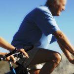 Idosos com artrose no joelho trocam cirurgia por exercícios físicos